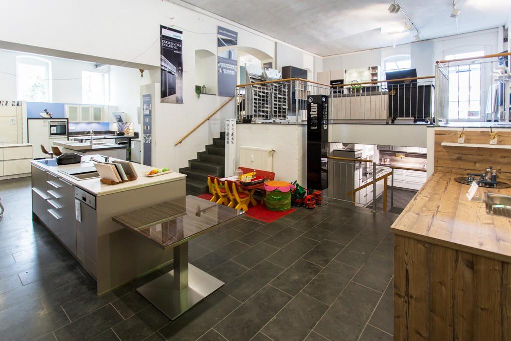 k chenoutlet mit showroom in nrw madeia wesfa ihre traumk che preiswert finden. Black Bedroom Furniture Sets. Home Design Ideas